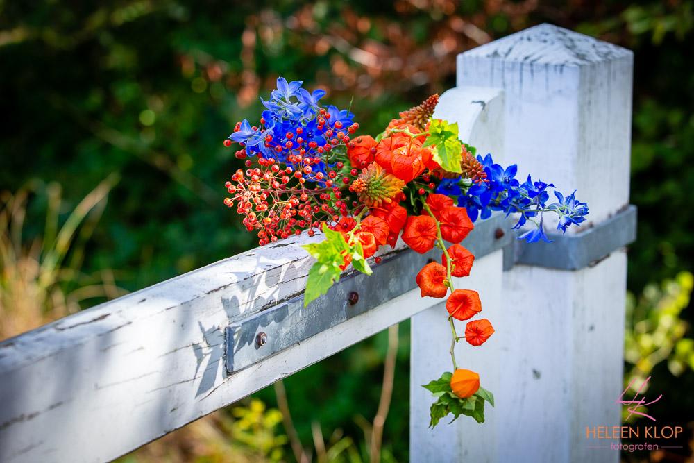 Bruidsboeket op hek